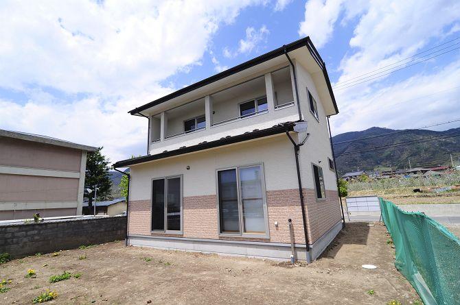 太郎山を望む家