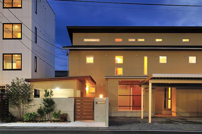 2020年基準の家。2つのスタイル共存する2世帯住宅。